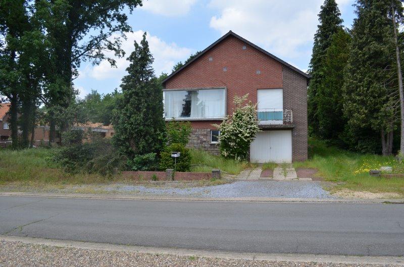 Nieuwe voorwaarden / Te renoveren woning in rustige omgeving dichtbij het centrum