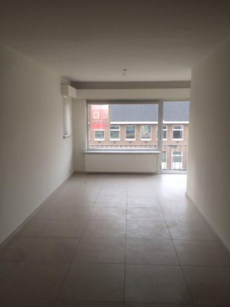 TE HUUR !! Appartement met 2 slaapkamers en terras.