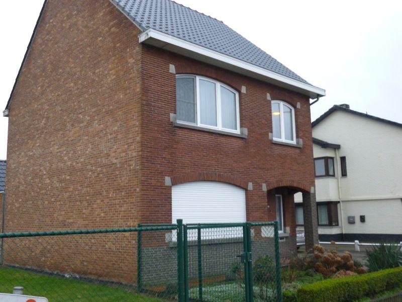 Ruime gezinswoning met tuin en garage te Houthalen